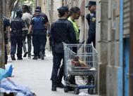 Operación policial en el barrio del Raval contra el tráfico de heroína, el pasado junio.