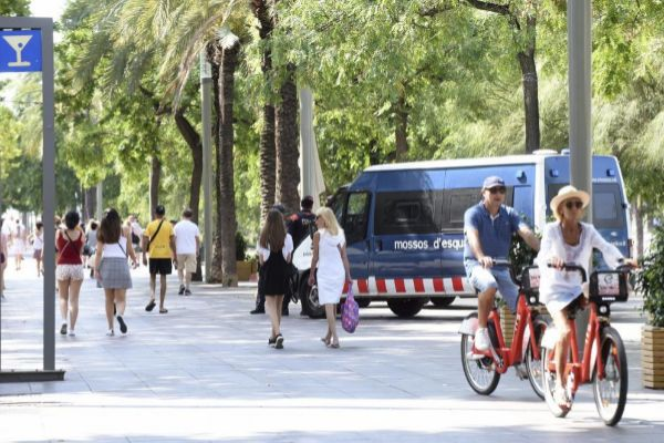Imagen de la presencia policial en una zona turística
