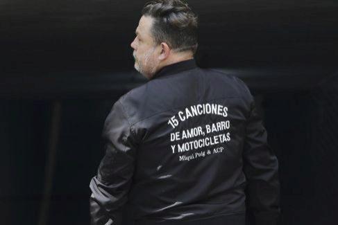 Miqui Puig acaba de publicar '156 canciones de amor, barro y motocicletas'.