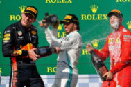 Mogyoród (Hungary).- Winner British Formula One driver Lewis <HIT>Hamilton</HIT> (C) of Mercedes, second placed Dutch driver Max <HIT>Verstappen</HIT> (L) of Red Bull and third placed German Sebastian <HIT>Vettel</HIT> of Ferrari celebrate with champagne on the podium during the award ceremony of the Hungarian Formula One Grand Prix at the Hungaroring circuit, in Mogyorod, Hungary, 04 August 2019. (Fórmula Uno, Hungría) EPA/ HUNGARY OUT