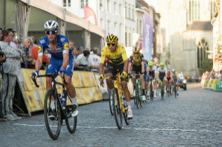 Belgian Remco <HIT>Evenepoel</HIT> of Deceuninck - Quick-Step (L) and Colombian Egan Bernal of Team Ineos (C) ride the 'Natourcriterium Aalst' cycling race, on July 29, 2019 in Aalst. - The race is part of the traditional 'criteriums', local races in which mainly cyclists who rode the 'Tour de France' in July compete. (Photo by JAMES ARTHUR GEKIERE / Belga / AFP) / Belgium OUT