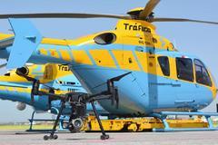 Una 'abeja' y un 'abejorro', sobrenombres del helicoptero Pegasus y el dron DJI, modelo Matrice 200.