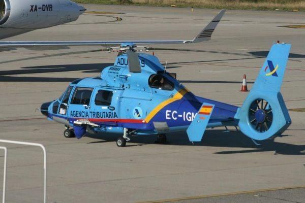 Eurocopter AS-365N Dauphin del Servicio de Vigilancia Aduanera.