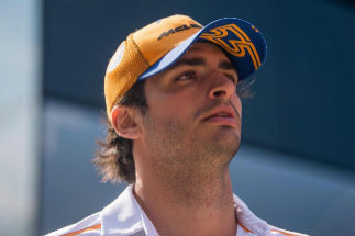 Mogyorod (Hungary).- Spanish Formula One driver <HIT>Carlos</HIT> <HIT>Sainz</HIT> of McLaren arrives for the third practice session of the Hungarian Formula One Grand Prix at the Hungaroring circuit, in Mogyorod, Hungary, 03 August 2019. The Hungarian Formula One Grand Prix will take place on 04 August 2019. (Fórmula Uno, Hungría) EPA/ HUNGARY OUT