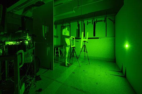 La clave del método es el uso de partículas de luz proyectadas de forma indirecta sobre la escena oculta.