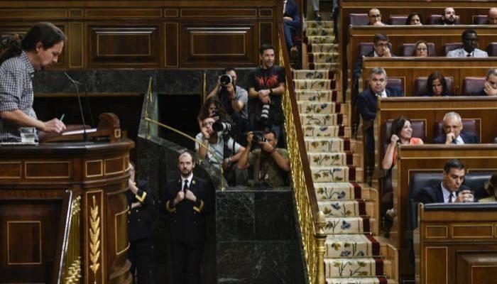 Pablo Iglesias y Pedro Sánchez, en el Congreso de los Diputados.