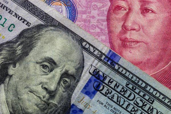 Billete de dolar y de yuan