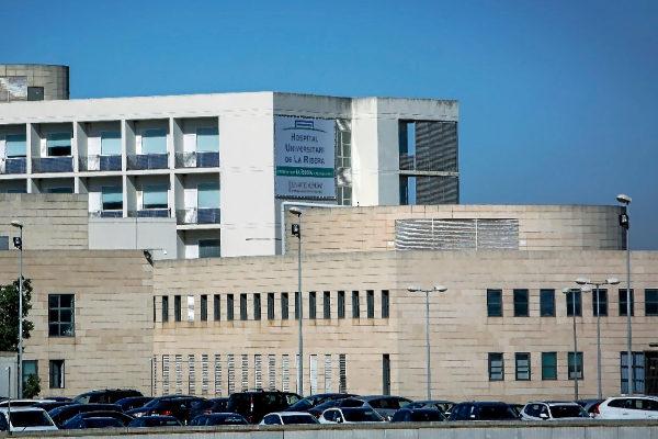 Una de las fachadas del Hospital de la Ribera.
