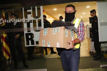 Imagen del registro policial en la sede de CDC por este caso