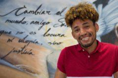 El marroquí Outhman Beda, primer ex tutelado del programa de la asociación Málaga Acoge que se gradúa y estudiará carrera universitaria.