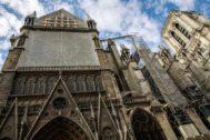 Estado de las obras en el exterior de la catedral de Notre Dame.