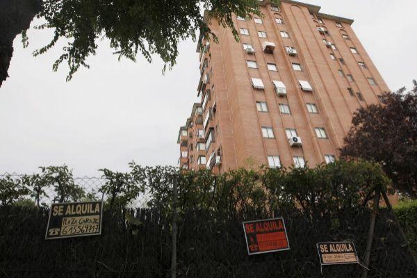 La compraventa de viviendas regresa a tasas negativas tras caer un 9% en junio