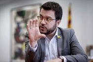 """GRAF2546 BARCELONA (Cataluña),4/8/2019.-El vicepresidente del Govern, Pere <HIT>Aragonès</HIT>,durante una entrevista con Efe en la que afirma creer que """"no hay que descartar ni un adelanto electoral ni un Govern de concentración"""" para responder a una eventual sentencia condenatoria del Tribunal Supremo y vería """"contraproducente"""" reducir la pluralidad del independentismo a """"una única lista"""" electoral. <HIT>Aragonès</HIT> ha señalado que """"para tomar las mejores decisiones"""" a la hora de dar respuesta a las posibles condenas a los líderes independentistas juzgados por el """"procés"""" """"no hay que ir con prejuicios sobre ninguna de las posibles alternativas"""", sino que hay que """"tenerlas todas sobre la mesa"""".Quique García"""