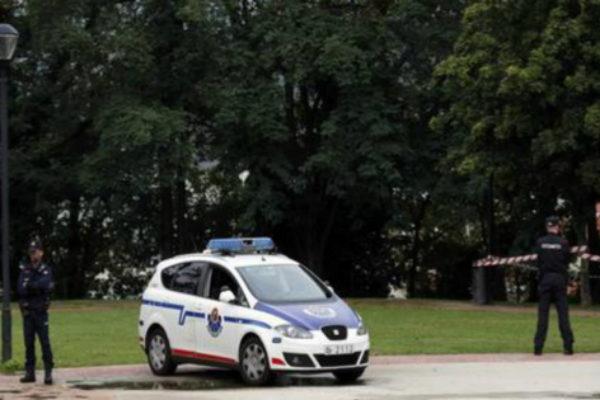 Agentes de la Ertzaintza en el parque de Bilbao donde se produjo la violación grupal.