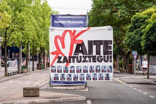 El cartel de ETA que ha sido retirado en Vitoria.