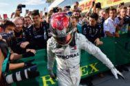 Hamilton, exultante, tras su triunfo del domingo en Hungaroring.