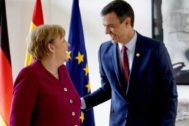 La canciller alemana, Angela Merkel, y el presidente Pedro Sánchez, sonríen durante su último encuentro.