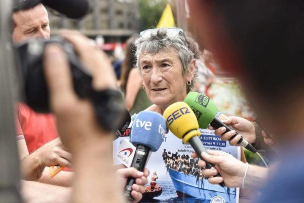Luisa Menendez, de la plataforma Ongi Etorri Errefuxiatuak, en la concentración de Bilbao.