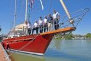 """La tripulación del velero """"Pros"""" este pasado jueves en Sevilla."""