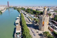 Imagen tomada por un dron de la Armada durante el desfile celebrado en Sevilla.