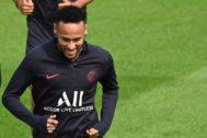 Neymar, durante el entrenamiento del sábado con el PSG.