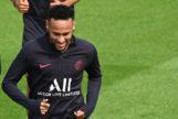 Neymar juega a dos bandas