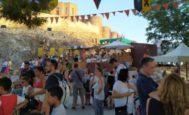 Numerosos visitantes se interesa por la historia de Onda en la Fira Medieval.