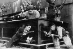 'Cara de palo', juntos a dos intérpretes en otra escena cómica.