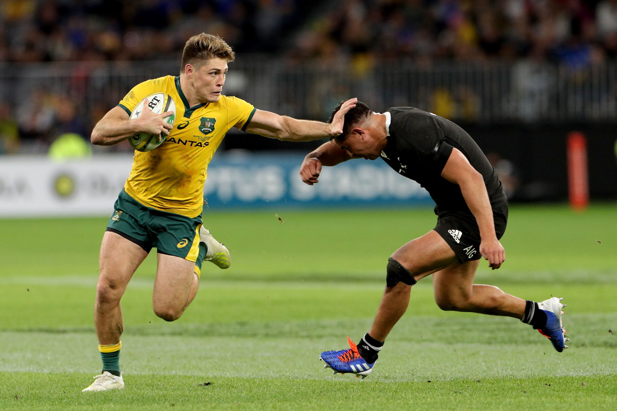Perth (Australia).- James O'Connor of the Wallabies oushes off Anton Lienert-Brown of the <HIT>All</HIT> <HIT>Blacks</HIT> during the Bledisloe Cup match between between the Australian Wallabies and the New Zealand <HIT>All</HIT> <HIT>Blacks</HIT> at Optus Stadium in Perth, Australia, August 10, 2019. (Nueva Zelanda) EPA/ AUSTRALIA AND NEW ZEALAND OUT