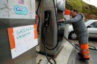 Un cartel que anuncia el combustible agotado en un gasolinera de Portugal este fin de semana.