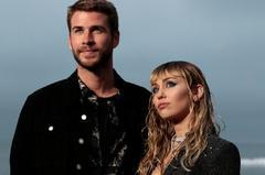 Liam Hemsworth y Miley Cyrus, fotografiados en junio de 2019.