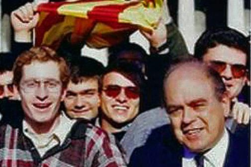 El párroco Josep Maria Turull, junto a Jordi Pujol