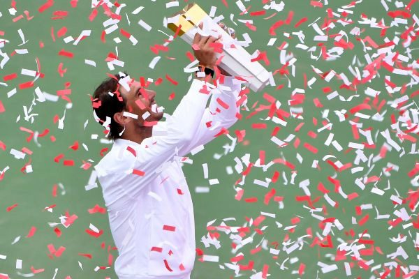 Nadal, con el trofeo de campeón en Montreal.