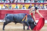 Natural de Emilio de Justo al cuarto toro de Adolfo Martín, este domingo en Huesca.