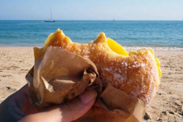 La merienda típica en las playas portuguesas es esta bomba de...