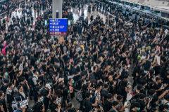 Hong Kong cancela todos los vuelos por las protestas y Pekín las tacha de 'terrorismo'