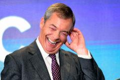 "Farage llama  a la reina madre  ""obesa bebedora de ginebra""  durante un acto"