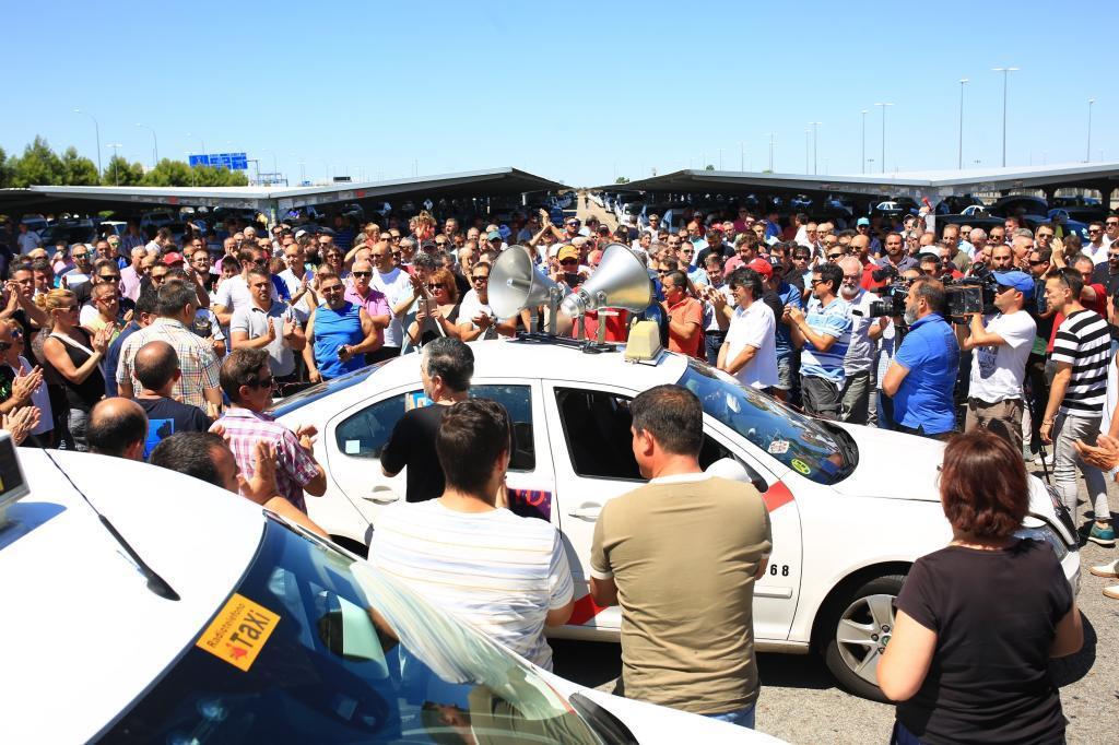 Los taxistas de Madrid en protesta contra la normativa de las  VTC