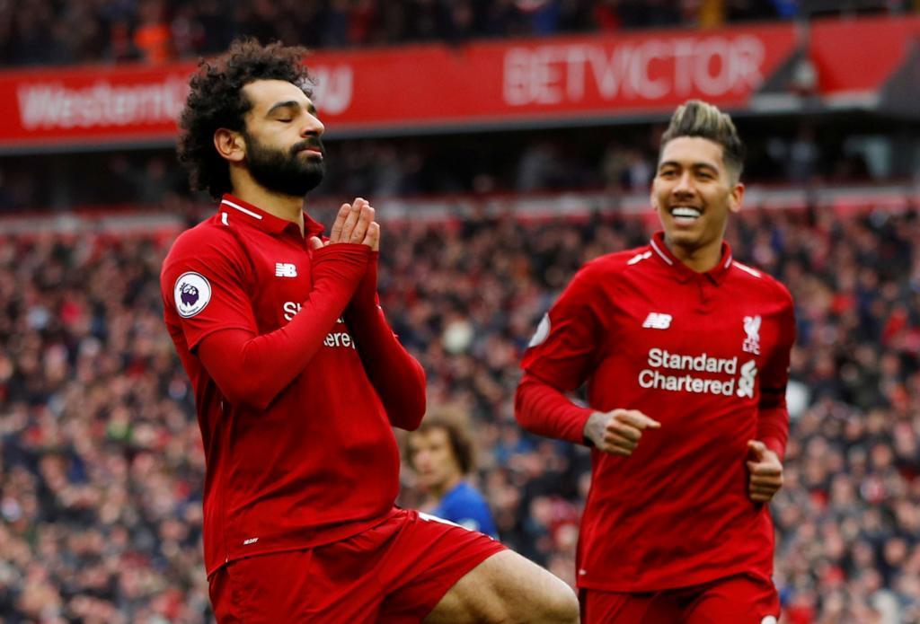 Salah y Firmino celebran un gol del Liverpool