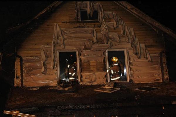 Los bomberos trabajan en el incendio de una guardería en Erie,...