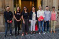Miembros del PSOE y de Podemos en La Rioja, antes de la reunión de ayer.