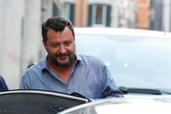 Matteo Salvini sale de un mitin de Liga en Roma.