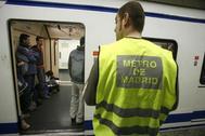 Arranca la huelga de los vigilantes de seguridad del Metro y EMT tras el impago de dos nóminas