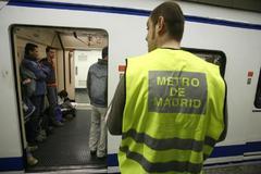 Arranca la huelga de los vigilantes del Metro y EMT tras el impago de dos nóminas
