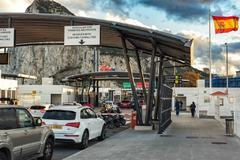 Imagen del control aduanero de la policía en la frontera de España con Gibraltar.