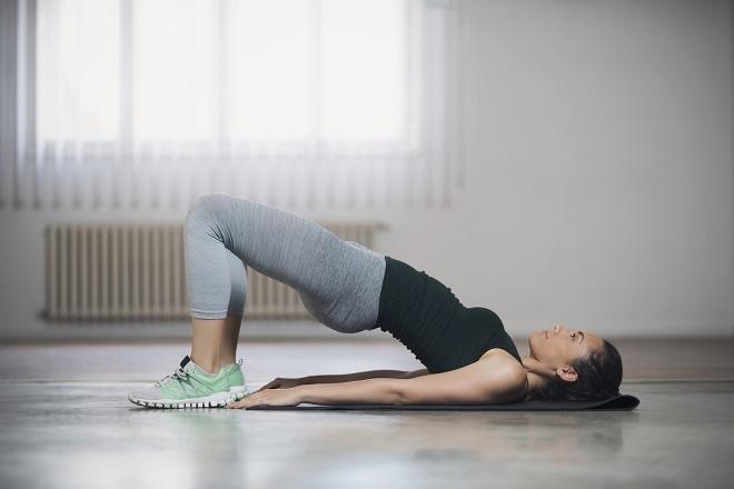 4 Ejercicios De Suelo Que Haces En 15 Minutos Para Empezar Bien El Día Fitness
