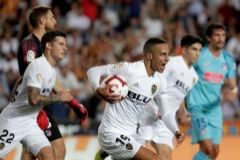 Rodrigo celebra un gol con el Valencia, la pasada temporada.