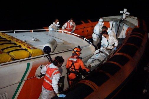Operativo de evacuación realizado por Open Arms y la guardia costera...