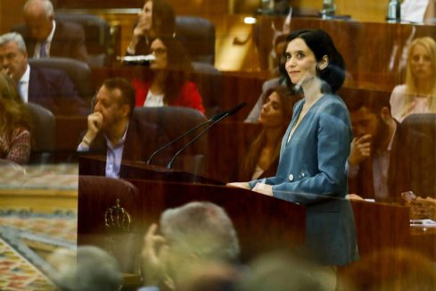 """Isabel Díaz Ayuso anuncia la """"mayor rebaja fiscal de la Historia"""" y cuaja su discurso de guiños a Vox"""