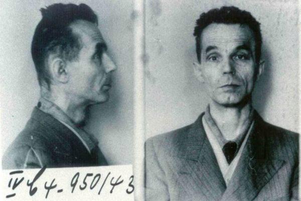 El sacerdote Jakob ( 'Santiago') Gapp en unas imágenes tomadas tras ser apresado por la Gestapo.